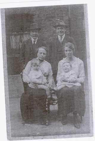 Samuel Doidge Brent, Leonard Brent, Emily Brent (Whibley), Ada Brent (Beale), Frank and Alan.